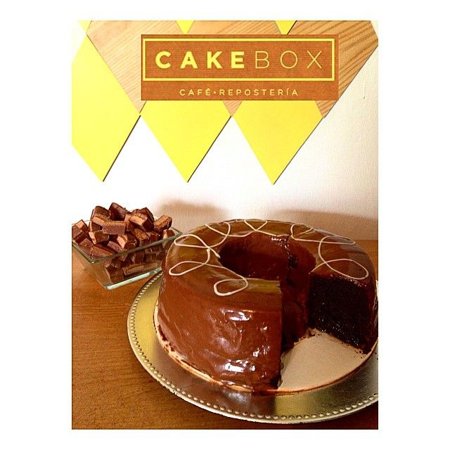 ¡Pastel de Milky Way! ¡La combinación perfecta entre caramelo y chocolate! Tamaño grande, mediano y min. ¡Ven a probarlo! #cakebox #cakeboxgdl #pastelería #gdl #guadalajara #milkyway #pastel #chocolate
