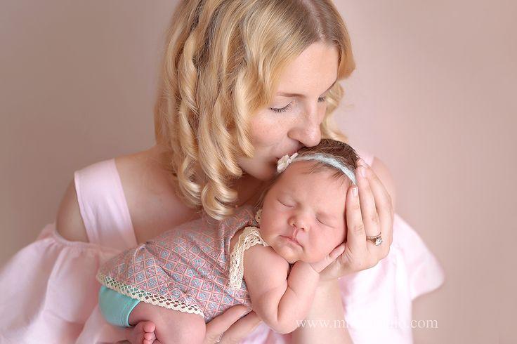 Спи ,самая сладкая! Доченька! Малышка Стефания, 10 дней . _________________________________ Часто пишу о том,что сроки проведения съемки 7-14 дней со дня рождения крошки. Если Вы мечтаете именно о таких кадрах ,как у малышки Стефании, успевайте! Сказочно можно снять любого малыша. Съемка будет отличаться только позами и образами (голенький малыш , в костюмчике или спеленутый) . Записывайтесь заранее и творите свою историю семьи в фотографиях!#фотографноворожденныхпермь…