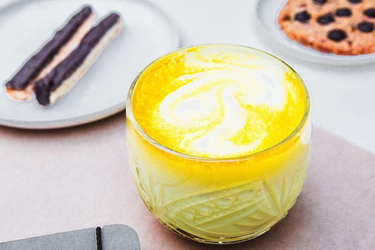 How to Green | Рецепт куркумы-латте на миндальном молоке