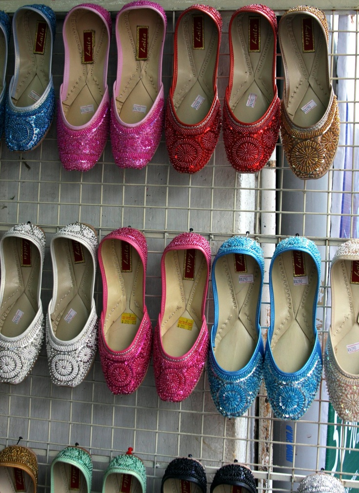 On a mission to find these. They're the exact shape of flat that I like (toe shape) and they're beaded! AWESOME! (and in India, even more awesome!)