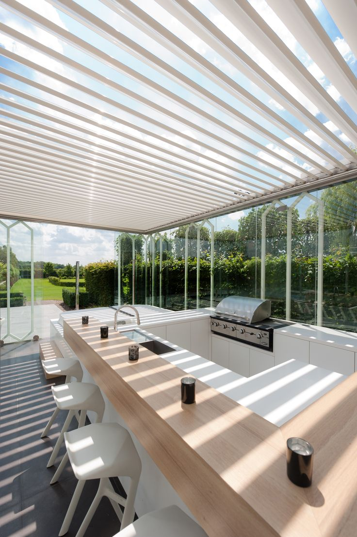 The perfect outdoor entertainment area with opening louvretec roof