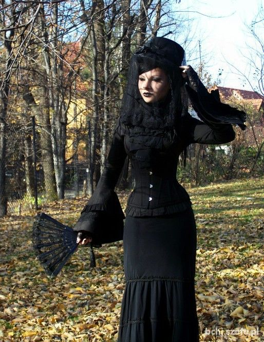 I wish we wore dresses like this still! I was born in the wrong era! I would love a victorian house with a victorian goth wardrobe.