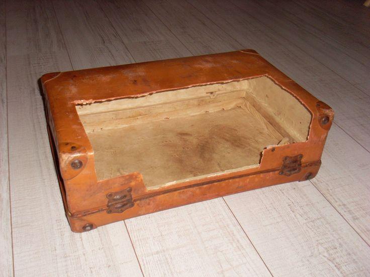 Kabels verbergen met een oude koffer - Handmadewinkel.nl - Cool Handmade & Vintage woninginrichting