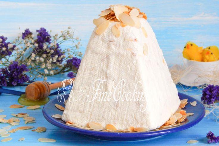 Медовая пасха со сливочным сыром и миндалем