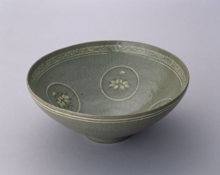 Bowl with floral medallions, 12th–13th century