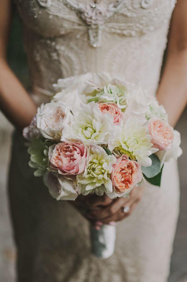 Refined Bridal Bouquet #lakecomoweddingsandevents #lakecomo #bride #bouquet #flowers© Gianluca & Mary Adovasio - http://www.gianlucaadovasio.it