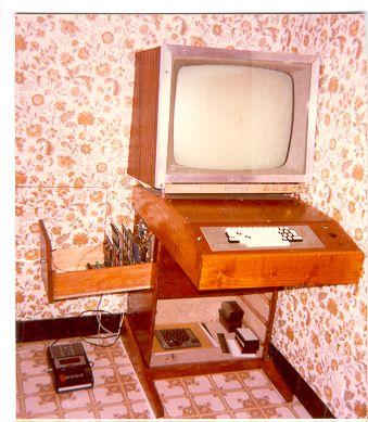 Une fabrication artisanale, sur laquelle j'ai aussi fait mes premières armes…  Voici ce qu'en dit son créateur, que nous nommerons HB :  « Ordi construit par moi vers 1985. Microprocesseur Motorola 6809 Mémoire 4kilo octets (c'est bien kilo) au début puis 64ko ajoutés vers 88 ou 89. Et pourtant une compta, un tableur …etc tournaient parfaitement ! ...