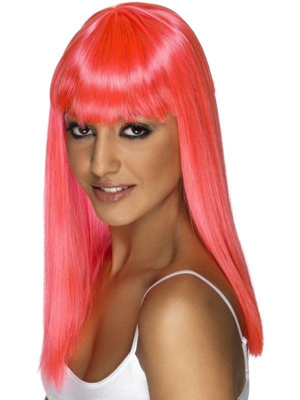 Rzucająca się w oczy, różowa peruka
