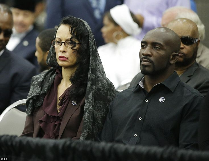 Veronica Porche-Ali (left), Muhammad Ali's former wife, attends his Jenazah and is seated next to his daughter, Hana's husband, Kevin Casey (right). Veronica Porche-Ali was married to the boxer from 1977 to 1986