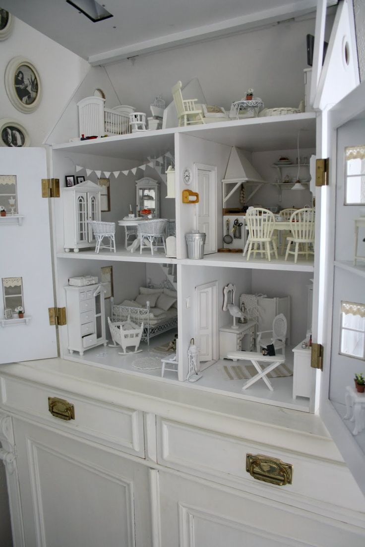 Dollhouse - click and enlarge ... amazing!