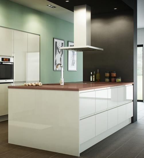 Handleless High Gloss Kitchen from the Bibury Gloss range