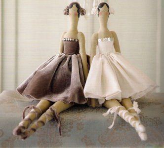 Mirtilda - Beautiful, vintage-looking, ballet dolls.  Could dress them any way you like.  Pattern is on the page, along with picture instructions.  (Site is not in English)