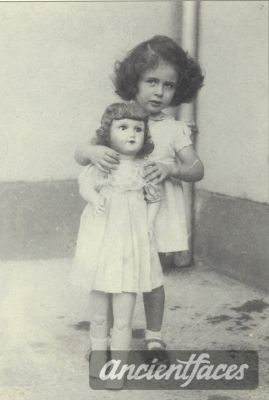 Nicole Bloch  Nationality : Jewish  Residence : Le Mans Sarthe Pays de La Loire, France  Death : August 2, 1943  Cause : Murdered in Auschwitz ( buried in Auschwitz death camp )  Age : 4 years