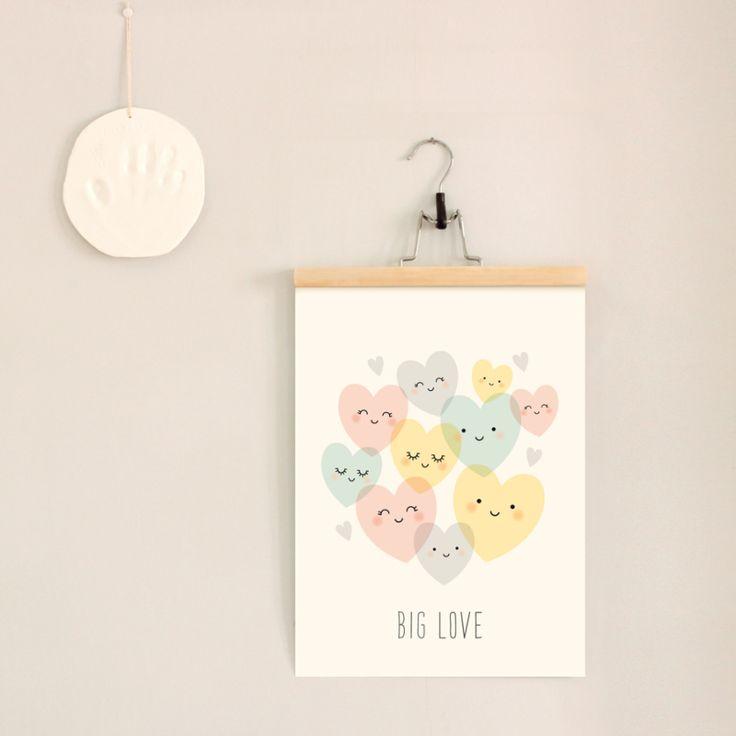Poster Big Love 29,7 x 42 cm van het Franse merk Zü. Deze lieve poster vol met vrolijke hartjes staat leuk op de babykamer of kinderkamer.