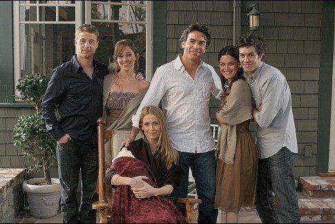 Still of Peter Gallagher, Adam Brody, Kelly Rowan, Autumn Reeser, Ben McKenzie and Rachel Bilson in The O.C.