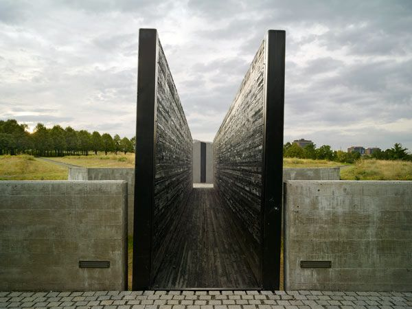 Babi Yar Park, Denver, CO | Completed in 1982, this 27-acre memorial park was designed by Lawrence Halprin and Satoru Nishita to commemorate the victims of the 1941-1943 Soviet massacre of Ukrainian Jews. The memorial is laid out around a centralized pathway configured in a Star of David, with three distinct architectural features – an amphitheater, a grove, and a ravine.