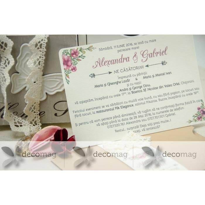 Imprimă nunții tale un aer retro cu o tematică fermecătoare decorațiuni deosebite și invitații pe măsură. Invitația unicat retro este realizată din carton special embosat asortat cu dantelă. http://ift.tt/2slCm3p