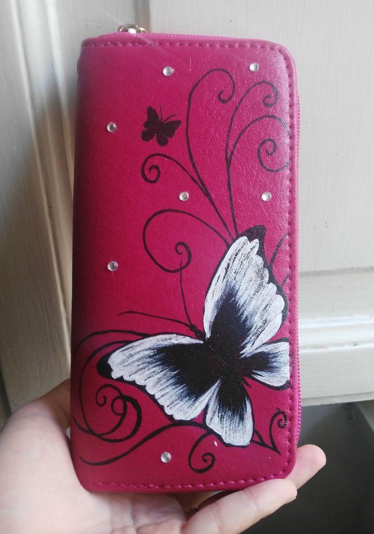 Portafoglio donna con farfalla dipinta a mano by HakunaMatataAM on Etsy