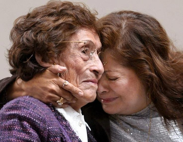 Nemrég a reptéren felfigyeltem egy anya és lánya búcsúzásának utolsó perceire