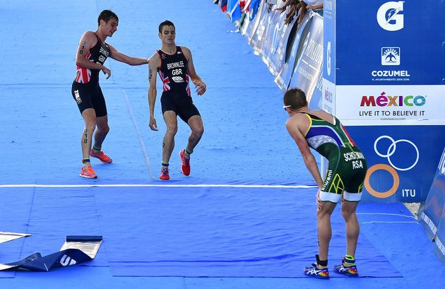 Alistair Brownlee Carries Brother Jonny Over The Finish Line In Incredible Show…