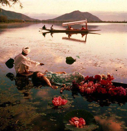 Norman Parkinson India | Norman Parkinson, Barbara Mullen floating in a cotton mousseline dress ...