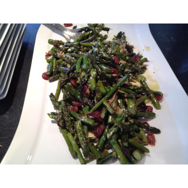 Roasted asparagus with singaporean egg sauce