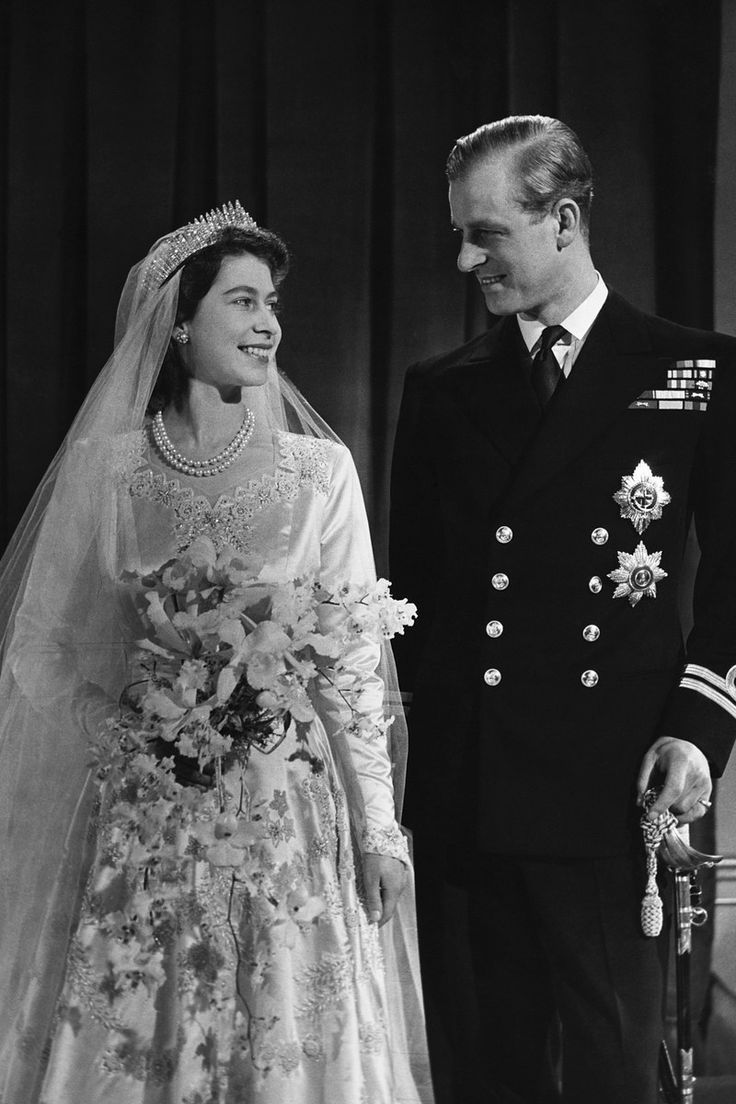 Die Hochzeitskleider der Stars  Royale hochzeiten, Berühmte