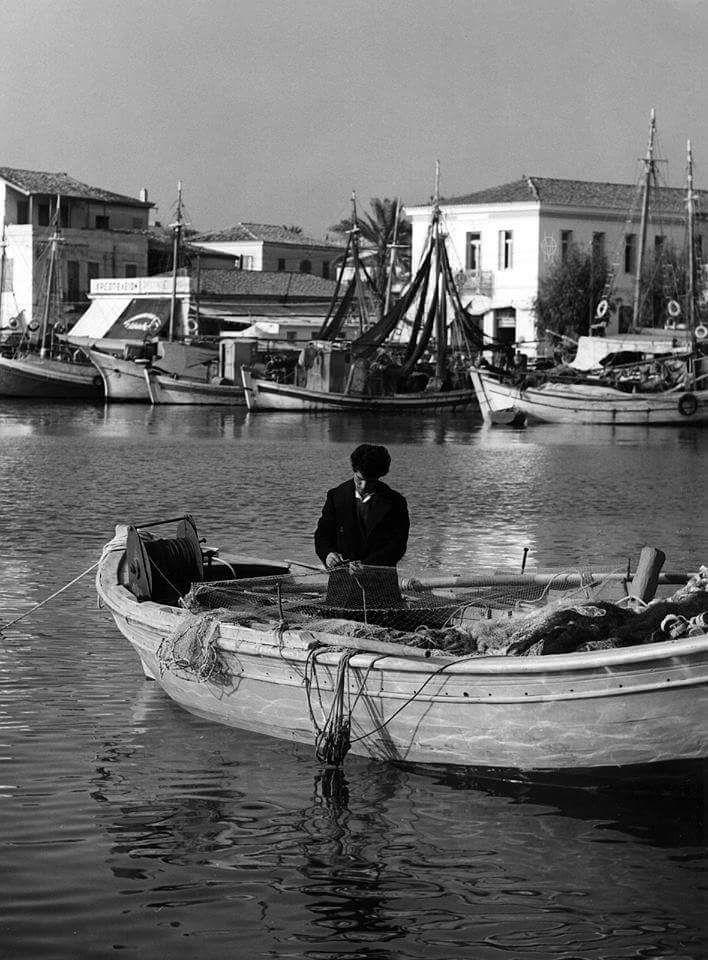 Lala Aufsberg 1963, ψαρόβαρκες στο λιμάνι της Αίγινας._