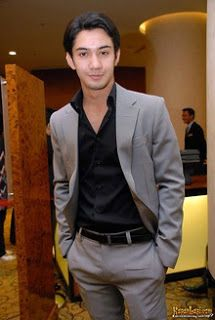 Reza Rahadian Habibi Ainun – Celebrity biography – Hai Guys Biography Celebrity, back again in Reza Rahadian Habibi Ainun – Celebrity biography , I will give you what you're looking for with all my love of writing this article Bio : Reza Rahadian Habibi Ainun – Celebrity biography see also Beberapa waktu lalu film layar …