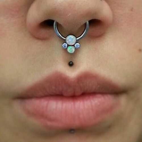 how to put lipstick on with a vertical labret