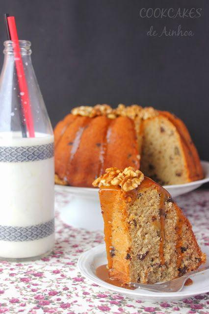 Buenos días de sábadoooo :)     Hoy es el día nacional del Bundt Cake... sí, ese bizcocho jugoso y sabroso con formas de lo más originales ...