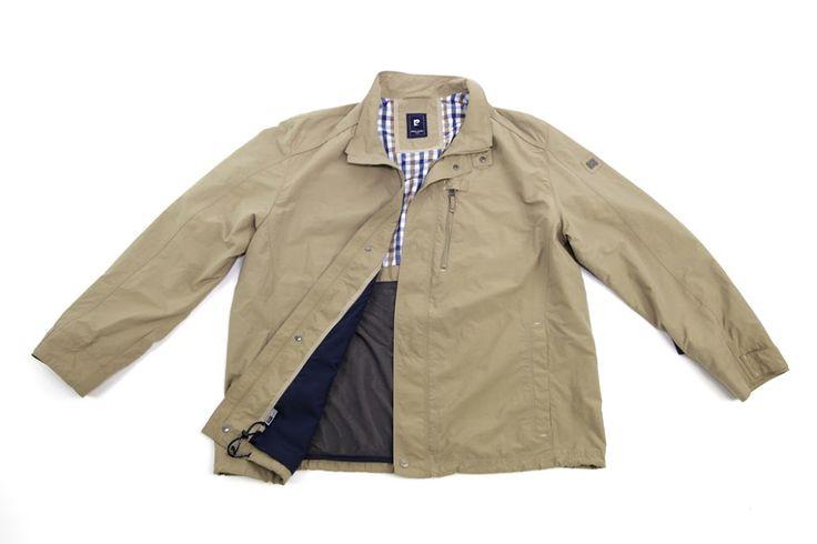 Beżowa kurtka Pierre Cardin z zamkiem błyskawicznym w rozmiarze 3XL do 8XL. Idealna na nadchodzące wiosenne dni .Nadaje się do garnituru jak i do jeansów. Skład 60% nylon 40% bawełna.
