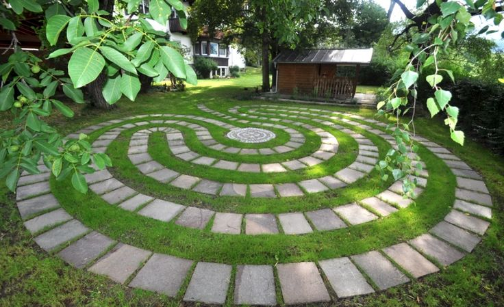 Best 25 labyrinth garden ideas on pinterest labyrinth for Garden labyrinth designs