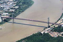 Vue aérienne du pont d'Aquitaine de Bordeaux