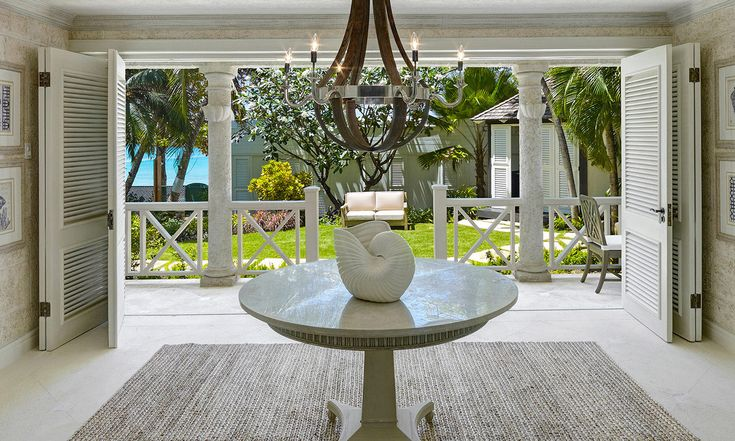 Lone Star Beach House - The house boasts spacious indoor and outdoor living areas, the Stunning open terrace overlooking the tropical garden and the beautiful Caribbean ocean. The classic contemporary décor exudes luxury and comfort!