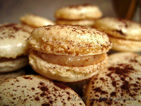 Macarons à la crème de marron http://www.iletaitunefoislapatisserie.com/2013/05/macarons-la-creme-de-marron.html