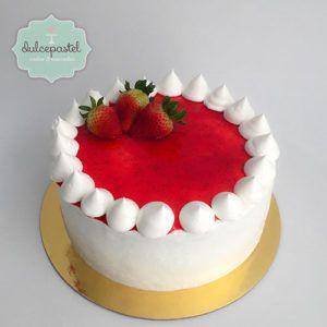 Strawberry Cake in Medellin by Dulcepastel.com Torta Fría de Fresas con Crema Pastelera y Crema Chantilly  #tortadefresas #cremapastelera #cremachantilly #fresas #strawberrycake #chantillycream #tortasmedellin #tortaspersonalizadas #tortastematicas #cupcakes #cupcakesmedellin #tortasdecoradas #cupcakes #tortasfrias #tortasfondant #tortasartisticas #tortasporencargo #reposteria #medellin #envigado #colombia #antioquia #tortasenvigado #redvelvet #redvelvetcake