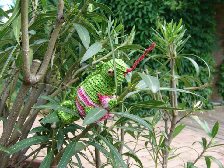 Crocheted Chameleon seems popular among you so here is a little information about my version