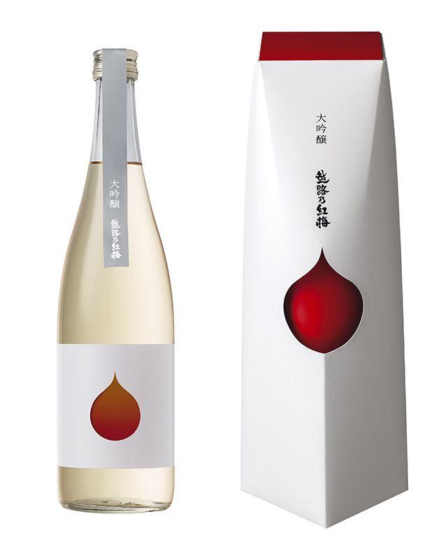 パッケージ・瓶ともに、真っ白な雪景色に凛と咲く紅梅の花弁をイメージし、高級感と視認性を高めたデザインとなっています。 水の雫にも見えるモチーフは、日本酒の清々しさも表しており 「越路乃紅梅 大吟醸」の華やかで淡麗な味わいを表現しています。 日本パッケージデザイン大賞2015 入選