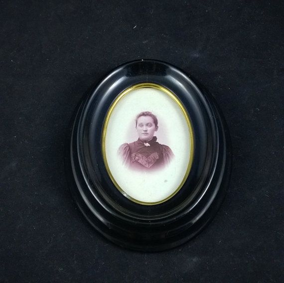 Antique wooden photo frame oval photo frame by SmalandVintage
