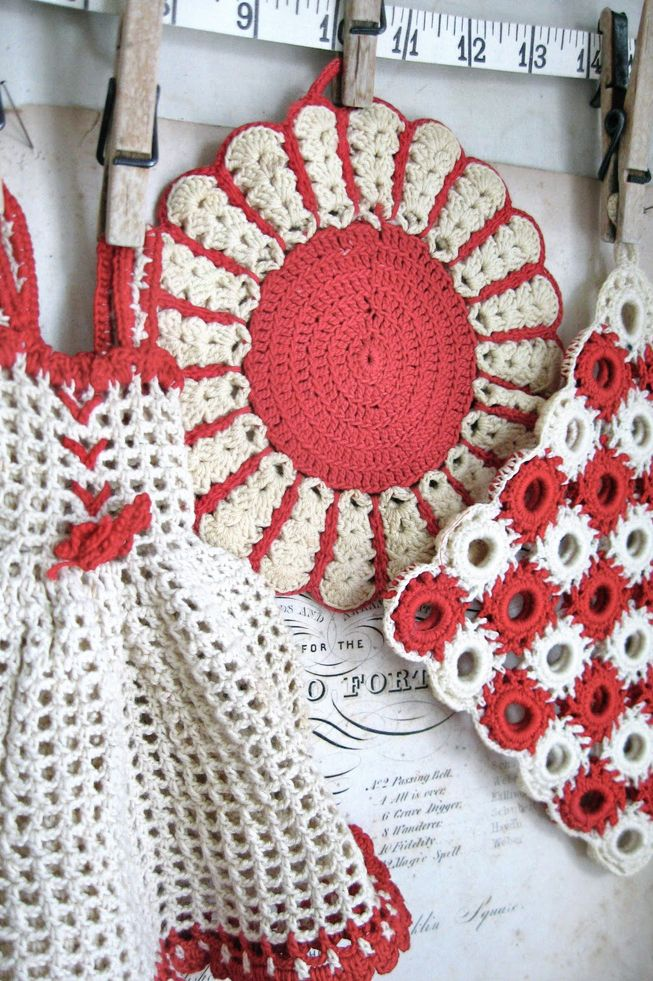 VIntage red and white kitchen hot pads