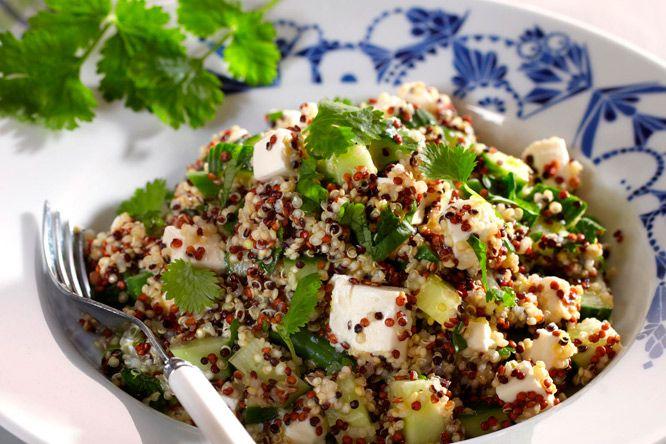 Quinoasalat med koriander, bønner og fetaost