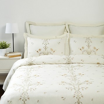 Raymond Waites Spring Garland Comforter I Have This In My Room Such Great Quality
