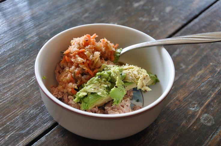 Tonijn, zuurkool, avocado (supersnel paleo ontbijt) --EN AIP--