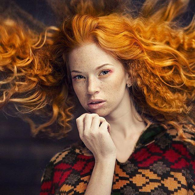 Rahat, hafif, havalı ve sımsıcak #kahlo koleksiyonu pançolar • www.clandestinoshop.com • #pancho #poncho #panço #clandestino #hot #sicak #şık #ethnic #ethnicwear #boho #bohemian #urban #ginger #color #colorful #rainbow  #moda #fashion #trend #winteriscoming #urbanfashion #istanbul