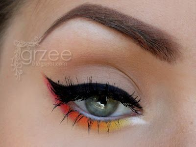 Pretty Winged Liner with a sunrise gradient