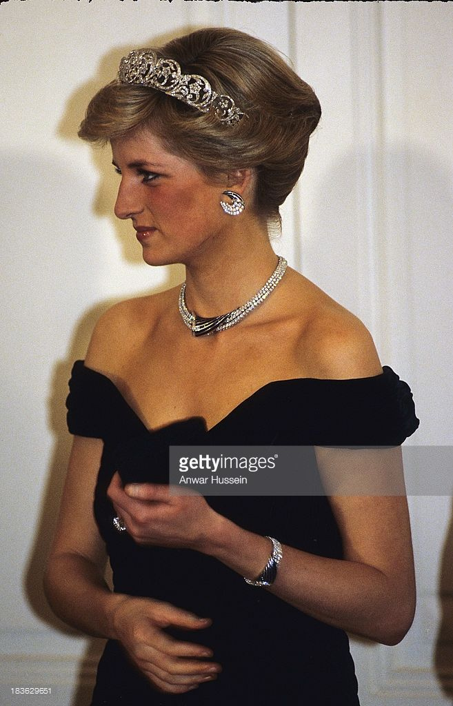 Diana, Princess of Wales, wearing the Spencer family tiara and crescent shaped diamond and sapphire earring, necklace and bracelet given to her by the Sultan of Oman and a dress designed by Victor Edelstein, attends a banquet on November 02, 1987 in Bonn, Germany
