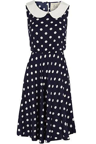 Tendencia revival de los 40, vestido con lunares y cuello peter pan de Dorothy Perkins