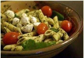 Makkelijke zomers lauwwarme pasta met kip en pesto  http://www.solo.be/nl/recepten/makkelijke-zomerse-lauwwarme-pasta-met-kip-en-nog-een-pesto-recept.htm