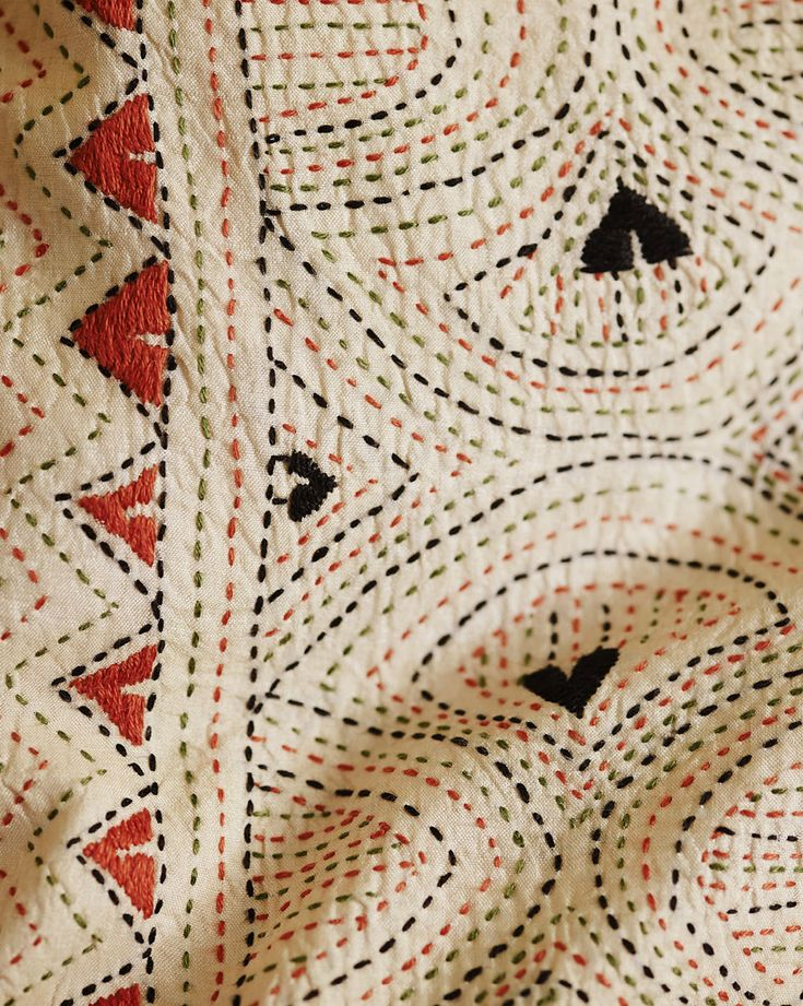 Best 20+ Kantha stitch ideas on Pinterest Kantha quilt, Running stitch and Indian embroidery ...